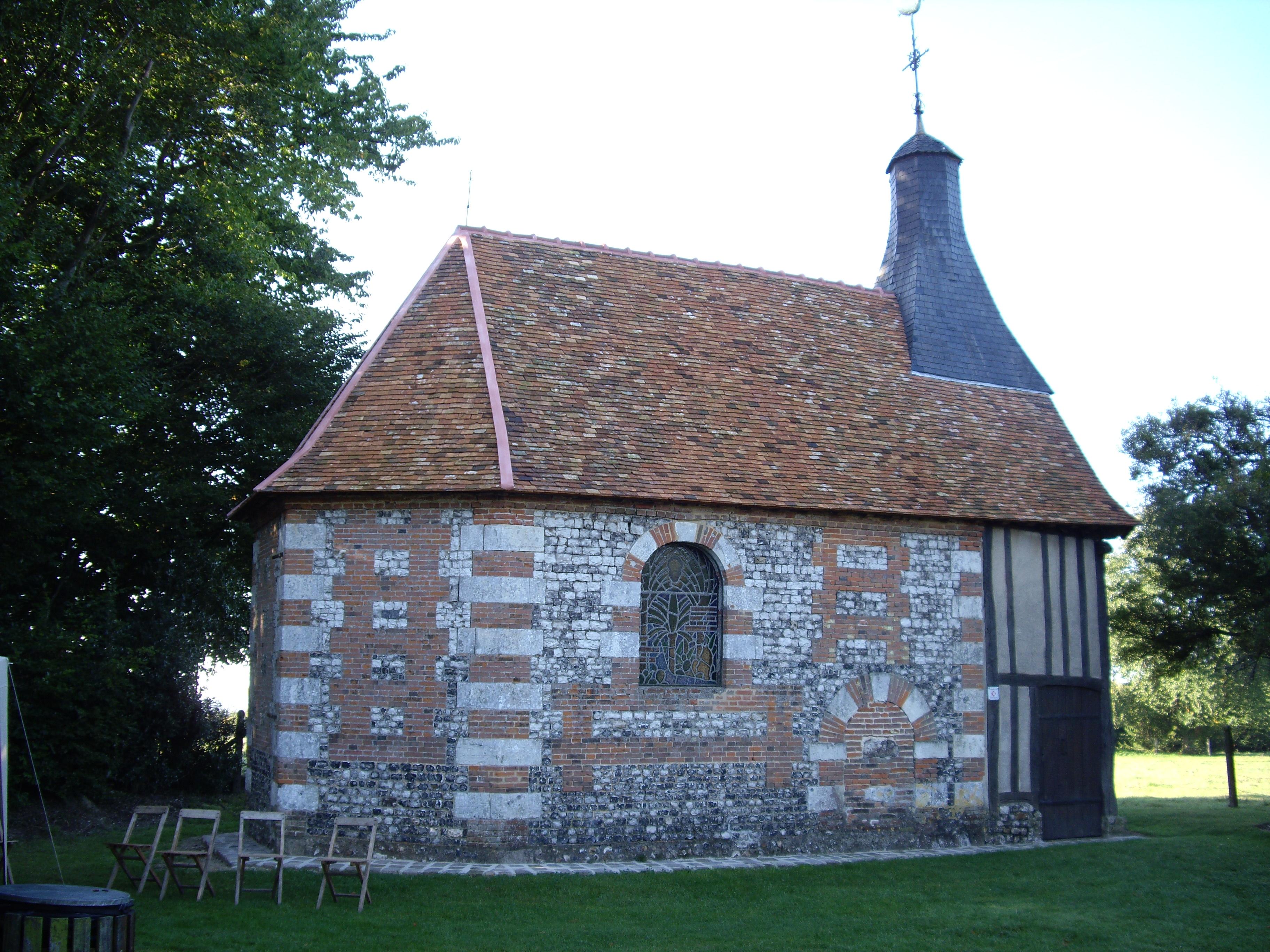 Chapelle-en-vieille-tuiles-normande